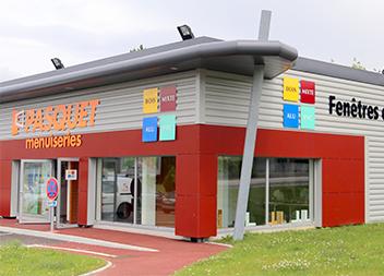Salle exposition Pasquet Menuiseries Limoges 87 extérieur
