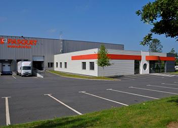 Agence Pasquet Menuiseries Quimper 29 extérieur agence et salle exposition