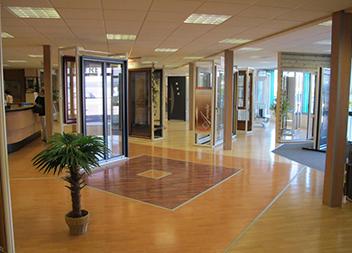 Agence Pasquet Menuiseries JB 70 intérieur baies vitrées fenêtres