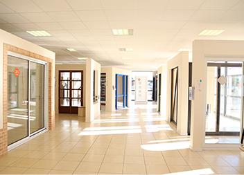 Agence Pasquet Menuiseries Abbeville 80 portes d'entrée vitrées intérieur