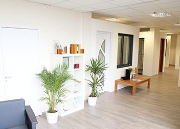 Agence Pasquet Menuiseries Le Thillay 95 fenêtres et portes d'entrée intérieur