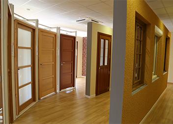 Agence Pasquet Menuiseries Les Essarts le Roi 78 portes d'entrée, portes intérieures et fenêtres en bois intérieur