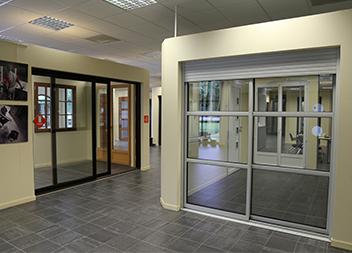 Agence Pasquet Menuiseries Quimper 29 intérieur baies vitrées et volets roulants
