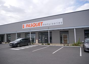 Salle expo Pasquet Menuiserties Vitré 35 extérieur