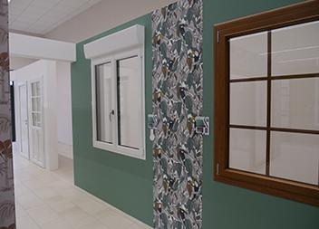 Salle expo Vitré 35 Pasquet Menuiseries fenêtres et volets roulants intérieur