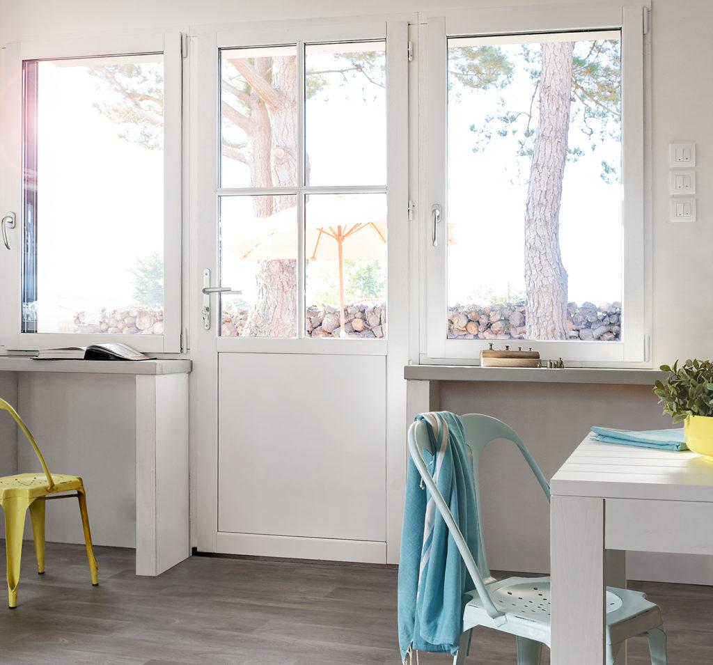 Porte-fenetre et fenetres en bois lignal porte-fenêtre avec petits bois ensemble composé bicolore vue interieure pasquet menuiseries